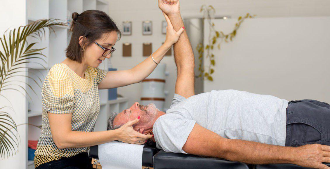 La prevención de movimientos reducidos a través de la quiropráctica es muy recomendable para las personas mayores. Se recomiendan ajustes quiroprácticos regulares.